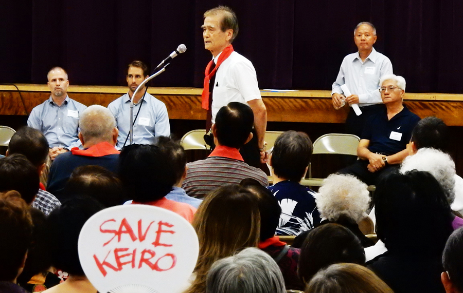 2015年10月15日、敬老シニア・サービスの主催で開かれた、施設売却の説明会。売却に反対の多くの日系人が集まった。場所は、リトル東京、西本願寺ロサンゼルス別院の会館。(Cultural News Photo)