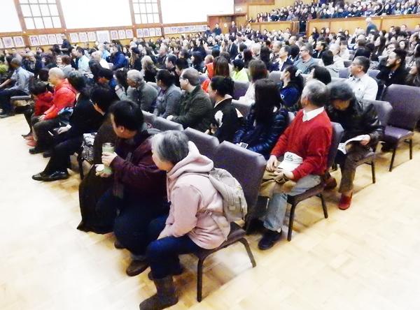 約700人が訪れたリトル東京の真言宗・高野山米国別院のホール。2016年1月1日。Cultural News Photo