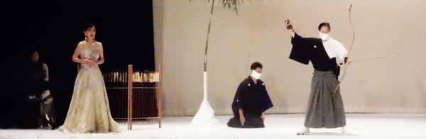 ソプラノ歌手・竹下圭子(左)と弓道の一弓の会 (Cultural News Photo)