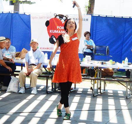 フラメンコを披露する熊本市出身の安藤みちよさん (Cultural News Photo)
