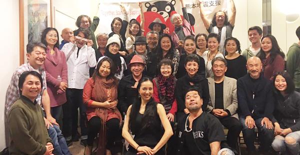 12月3日にトーレンスで行われた熊本支援イベントの参加者たち(安藤みちよさん提供)