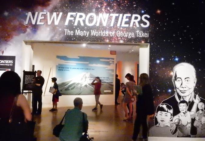 俳優ジョージ・タケイの80年に生き様を見せる展示の入口、全米日系人博物物館で。(Cultural News Photo)