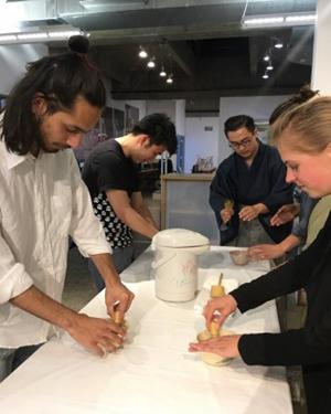 ロサンゼルスの建築大学の学生たち