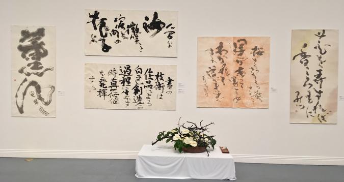 ロサンゼルス日米文化会館・ドイザキ・ギャラリーで開催中の「現代書20人展」。主催は米国書道研究会 (Cultural News Photo)
