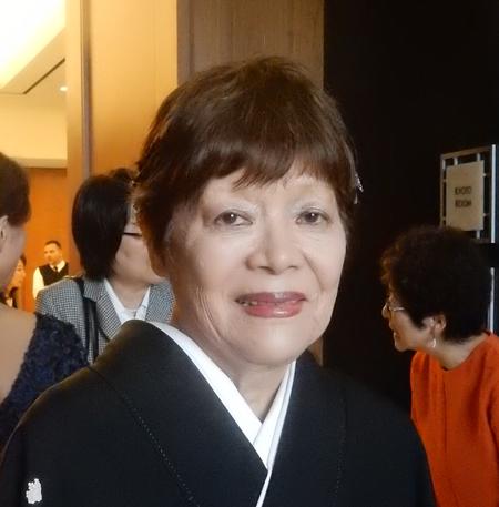 3月17日にロサンゼルスの文芸愛好者などから祝賀を受けた鈴木敦子さん (Cultural News Photo)