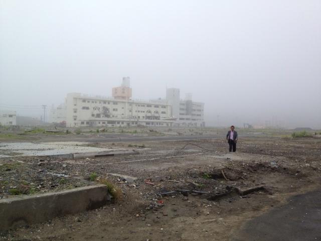 壊滅の南三陸町 市街地 土台の跡 廃ビル