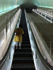 MOA美術館:7基のエレベーターに乗り山上の本館へ(Photo by Toshio Handa)