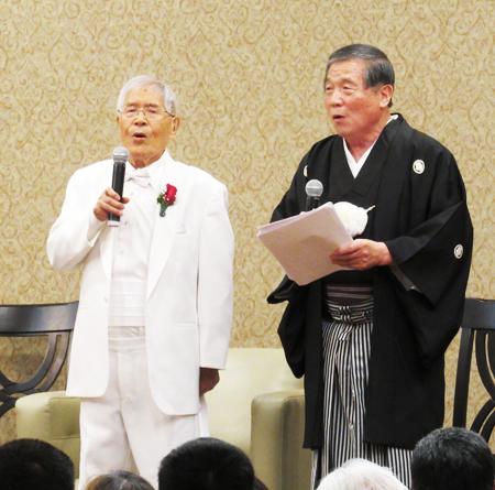 100歳の浅井菊次さん(左)と雲田康夫さん (Cultural News Photo)