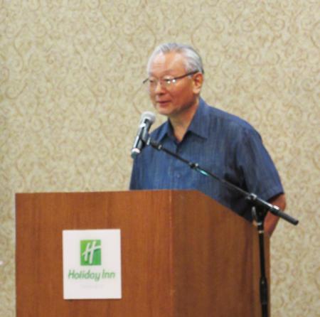 ロサンゼルスの日系人史を英語で説明した二世の Yoshiyuki Bill Watanabeさん (Cultural News Photo)